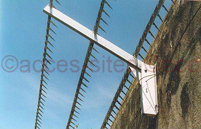 Herses épinoches inox protection en haut de mur sur bavolets