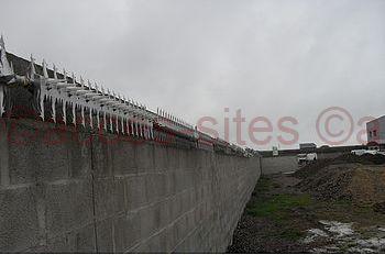 Protection d'accès haut de mur avec des herses rotatives Quadro