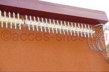 Protection accès toiture par des herses rotatives Quadro